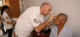 vietnam-eyetest-cataract-1