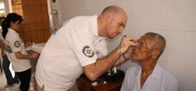 vietnam-eyetest-cataract-1